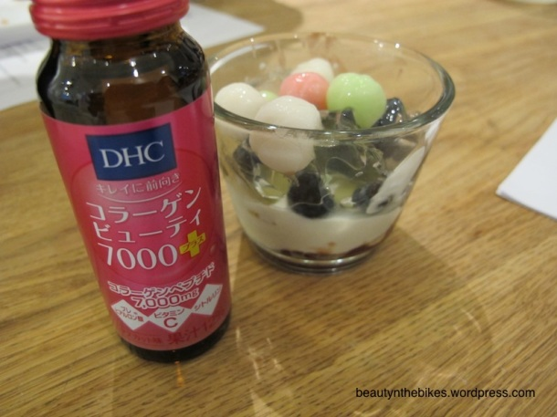 The consistency of the DHC Collagen Beauty 7000 is thick and syrupy, so it drizzles and mixes well with the yoghurt Anmitsu