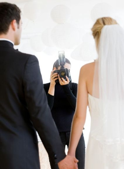 posing-for-wedding-photos-h724