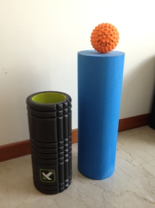 The different sizes. Left: The Grid Roller. Top: Foot Massage Ball. Right: No-brand foam roller