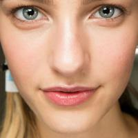 Tips to creating a flawless no-makeup makeup look